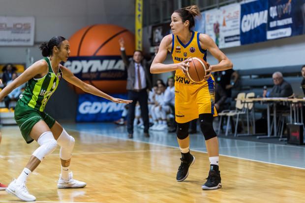 Rebecca Allen (z prawej) zakończyła sezon w Arce w styczniu z powodu kontuzji kolana. Klub z Gdyni podpisał jednak nową umowę z Australijką występującą w w WNBA.