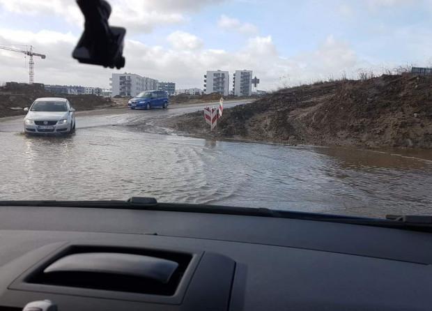 Do rozlewiska na Warszawskiej kierowcy zdążyli się już przyzwyczaić. Pod koniec tygodnia pojadą już nowym odcinkiem.
