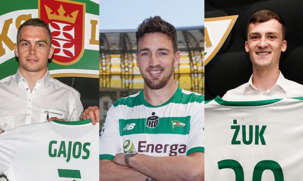 Maciej Gajos (z lewej),  Mario Maloca (w środku) i Paweł Żuk (z prawej) związali się z Lechią 3-letnimi umowami.