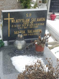 """Grób wojennego dowódcy ORP """"Sęp"""" na cmentarzu w Gdyni."""