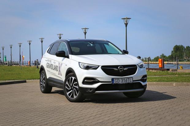 Opel Grandland X w końcu doczekał się dynamicznego silnika benzynowego.