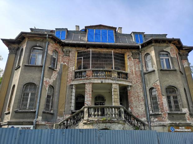 Willa przy Orzeszkowej ma ciekawą architekturę i historię, związaną z Polakami Wolnego Miasta Gdańska - przed II wojną światową mieścił się tu polski Inspektorat Ceł. Obecnie otrzymała 61 tys. zł na kolejny etap prac.