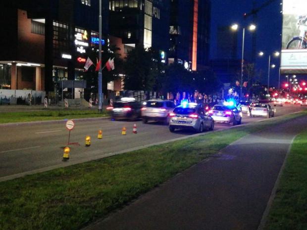 Ograniczenie prędkości i zwężenie jezdni to pierwszy sposób gdańskich policjantów na nocne wyścigi w Oliwie.