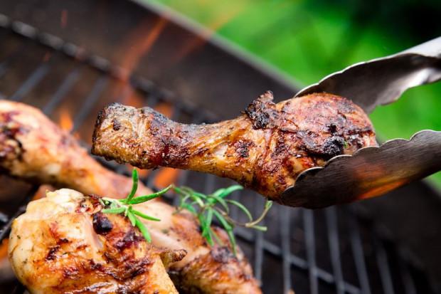 Im wyższa temperatura i im dłuższy czas opiekania, tym wyższa zawartość akrylamidu w potrawach.