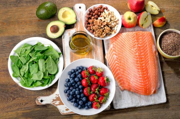 Warzywa i owoce w jadłospisie wpłyną nie tylko na wagę i sylwetkę, ale także poprawią wygląd skóry, włosów i paznokci.