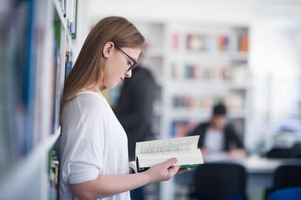 O przyjęcie do szkół średnich ubiegają się absolwenci szkół podstawowych oraz zlikwidowanych gimnazjów, czyli dwa roczniki.