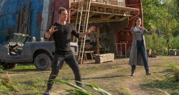 """Jedną z głównych bolączek """"Mrocznej Phoenix"""" jest powielanie doskonale już ogranych na ekranie schematów całej serii i brak świeżych pomysłów, szczególnie na młodszą część ekipy X-Men. W pewnym momencie znów do akcji musi wkroczyć duet Profesor Xavier - Magneto, choć ciężko oprzeć się wrażeniu, że obaj aktorzy wcielający się w te role są wyraźnie zmęczeni swoimi postaciami."""