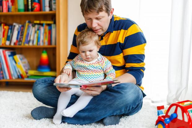 Wspólne lektury z dzieckiem zaspokajają wiele potrzeb malucha, w tym nade wszystko potrzebę bliskości i bezpieczeństwa.