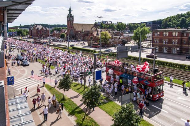Trasa Marszu życia i rodziny wiodła m.in. przez Podwale Grodzkie. Korowód dotarł ostatecznie na tereny postoczniowe, gdzie odbyły się dwa koncerty.