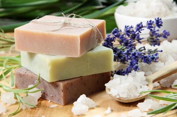 Kosmetyki naturalne mają przede wszystkim tę zaletę i tę przewagę nad popularnymi kosmetykami, że w swoim składzie nie mają toksycznych substancji.