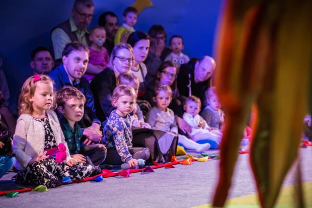Wyjście do teatru to dobry pomysł na wspólne spędzenie czasu z dzieckiem