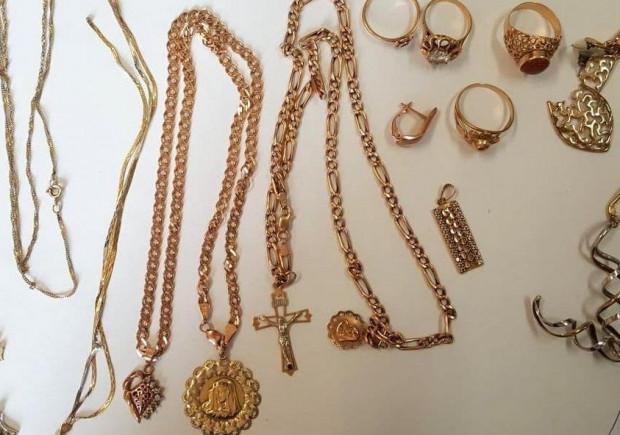 Złodziejki wyniosły z domu starszej pani biżuterię i pieniądze (zdjęcie poglądowe).