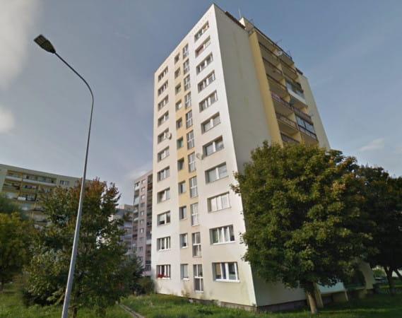 Dziewczynka wypadła z 6. piętra bloku przy ul. Arctowskiego 6 na Morenie.
