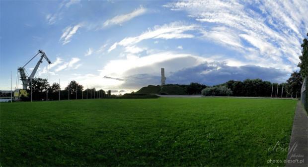 Pomnik Obrońców Wybrzeża na Westerplatte i teren, na którym co roku, 1 września o godz. 4:45, odbywają się obchody rocznicy wybuchu II wojny światowej.