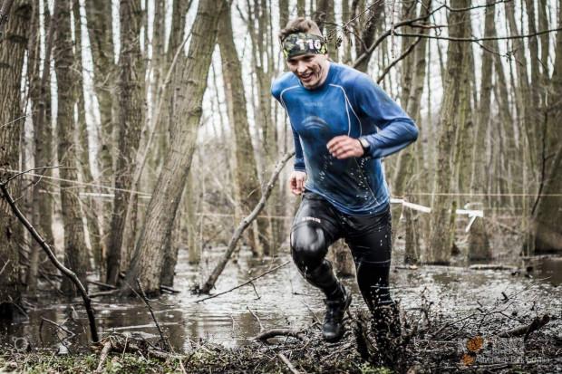 Adam Zagórski (na zdjęciu) zaprasza na treningi osoby, które osiągnęły już średni poziom zaawansowania w biegach przeszkodowych OCR.
