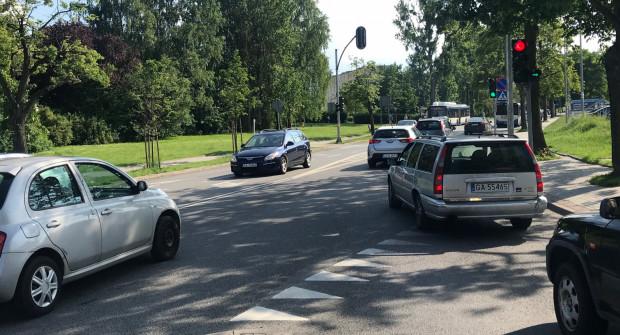 Zdaniem czytelniczki, gdyby kierowcy z ul. Kieleckiej wpuszczali jadących z ul. Witomińskiej, ruch byłby płynniejszy.