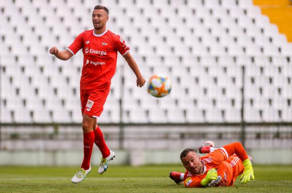 Artur Sobiech 22 czerwca był bardzo aktywny w sparingu Lechia Gdańsk  - Chojniczanka 1:1, ale Radosława Janukiewicza nie zdołał pokonać.