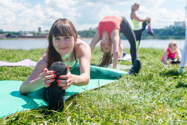 Okres letni warto wykorzystać do ćwiczeń na świeżym powietrzu.