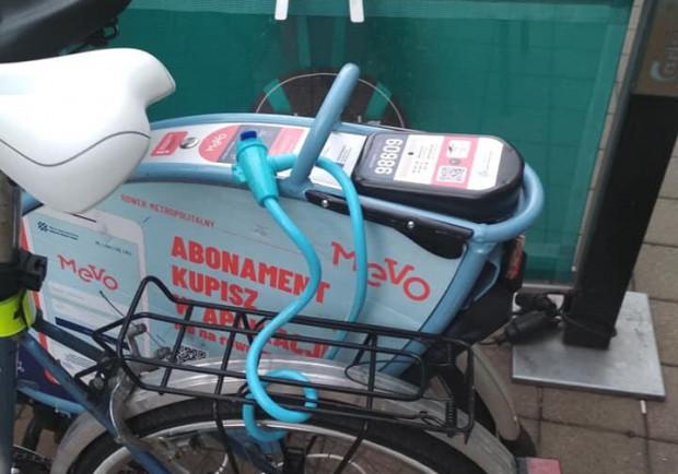 Używanie własnej blokady do unieruchomienia roweru Mevo jest zabronione i grozi karą 300 zł.