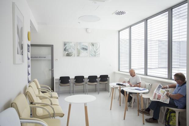 Klinika Alergologii i Pneumonologii mieści się na V piętrze budynku Centrum Medycyny Nieinwazyjnej, przy ul. Smoluchowskiego 17. Pod opieką ma ok. 200 odczulanych pacjentów, wiele osób oczekuje wciąż na terapię.