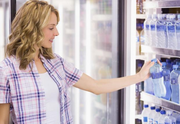 Jeśli weźmiemy produkt ze sklepowej półki i skonsumujemy go przed zapłaceniem, możemy zostać posądzeni o próbę kradzieży. Taka sytuacja spotkała panią Justynę. (zdjęcie poglądowe).