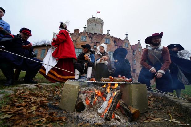 Zwiedzający fortecę będą mogli poznać tajniki dawnych zawodów, np. kaletnika, pisarza, kapelusznika czy felczera. Przypominamy, że wstęp do fortu będzie biletowany, ale bitwę - która odbędzie poza murami fortu - będzie można podziwiać bezpłatnie.