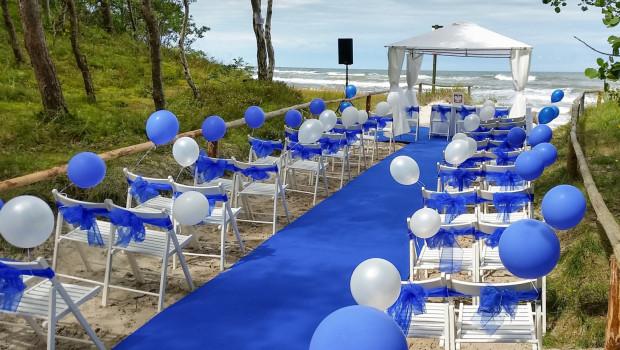 Atutem Trójmiasta w ślubach plenerowych jest bliskość i dostępność morza.