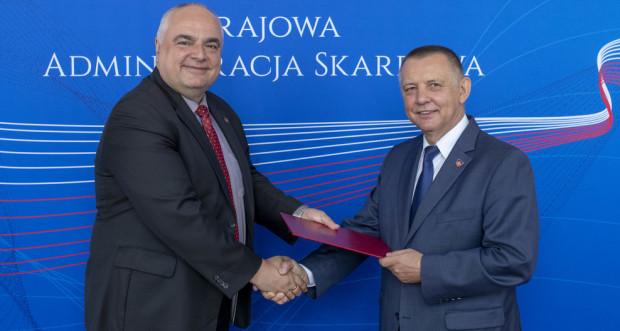Tomasz Słaboszowski (z lewej) został mianowany na stanowisko podsekretarza stanu w Ministerstwie Finansów i zastępcy szefa Krajowej Administracji Skarbowej przez ministra finansów Mariana Banasia.