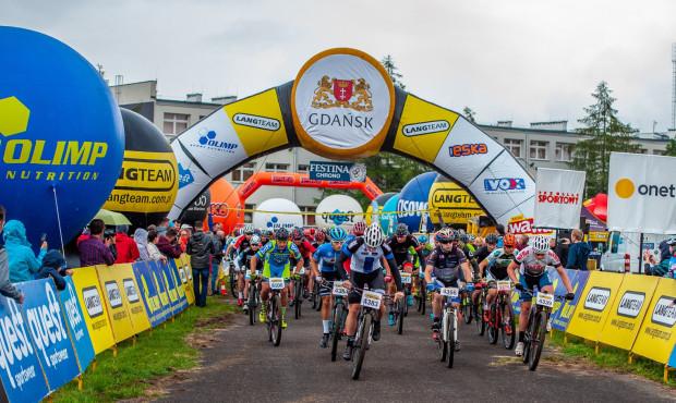 Deszczowa i błotna trasa maratonu Lang Team w Gdańsku była dużym wyzwaniem dla kolarzy.
