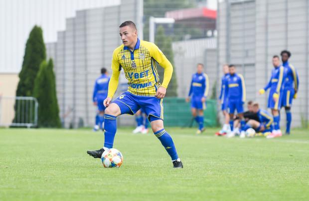 Michał Nalepa zdobył bramkę dla Arki Gdynia z rzutu karnego już w 3. minucie meczu z Olimpią Elbląg.
