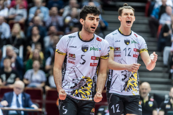 Marcin Janusz (z lewej) i Maciej Muzaj w poprzednim sezonie grali razem w Trefl Gdańsk. Od 10 lipca rywalizować będą z reprezentacją Polski w Final Six Ligi Narodów.
