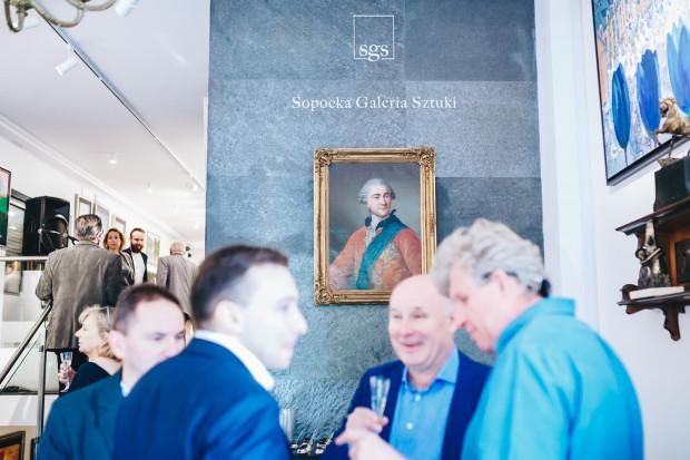 Oficjalne otwarcie miało charakter towarzyski. Przy poczęstunku oraz lampce szampana i wina zgromadzeni goście przyglądali się obrazom oraz słuchali muzyki na żywo.