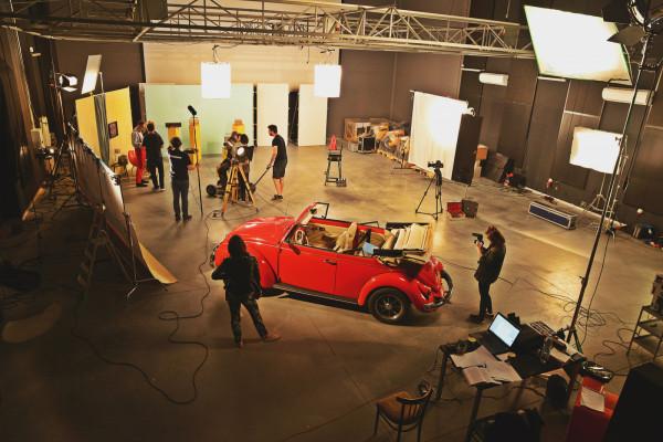Studio Panika istnieje od 12 lat. W 2016 roku wybudowana została profesjonalna hala zdjęciowa, w której do tej pory wyprodukowano ok. 200 klipów i filmów.