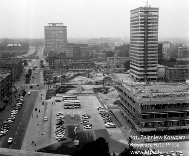 Widok na parking przy ul. Rajskiej. Rok 1975.