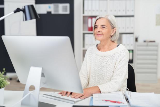 Seniorzy często wstrzymują się z decyzją o przejściu na emeryturę.