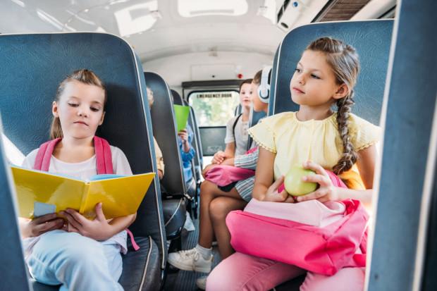 W jakim wieku dziecko może podróżować komunikacją miejską? Wszystko zależy od regulaminu przewoźnika.