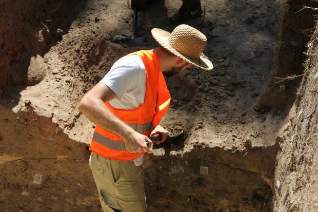 Archeolodzy swobodnie porozumiewają się w języku angielskim, więc z zaproszenia mogą skorzystać również obcokrajowcy.