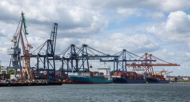 Droga Czerwona to szansa na lepszy transport towaru dla portu i zmniejszenie uciążliwości drogowych dla mieszkańców.