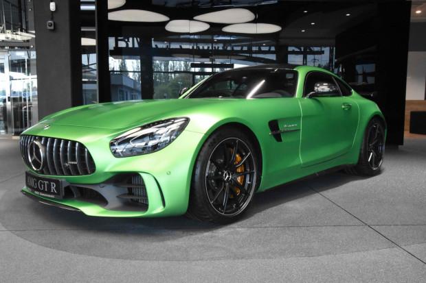 Wizytówka gdyńskiego salonu BMG Goworowski. To 585-konny Mercedes-AMG GT R. Cena: 1,043 mln zł.