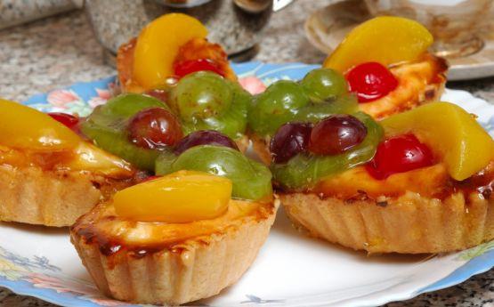 Owocowe desery są smaczne, zdrowe i niskokaloryczne.