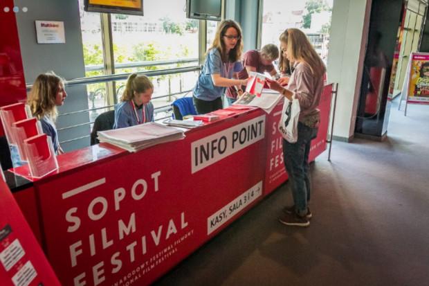 Wśród młodych osób szczególnie popularny jest wolontariat akcyjny, czyli pomoc przy różnego rodzaju wydarzeniach - koncertach, festiwalach, wydarzeniach sportowych.