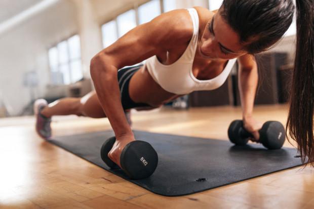 Cierpliwość to kluczowa cecha, w którą powinniśmy się uzbroić, budując masę mięśniową.