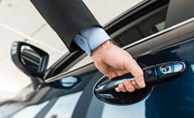Auta współdzielone wygrywają z wypożyczalniami dostępnością i szybkością wypożyczenia. Przegrywają brakiem dodatkowych usług.