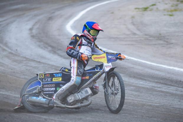 Adrian Cyfer po raz kolejny otrzymał zaufanie od trenera Mirosława Berlińskiego. W składzie zabrakło natomiast Kima Nilssona.