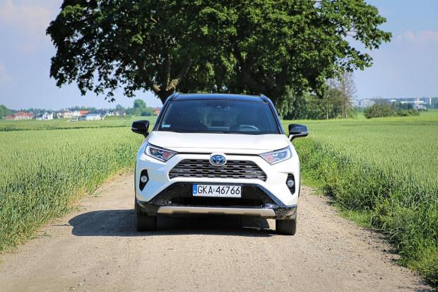 Toyota daje 5-letnią gwarancję na baterie. Gwarancję można przedłużyć do 10 lat.