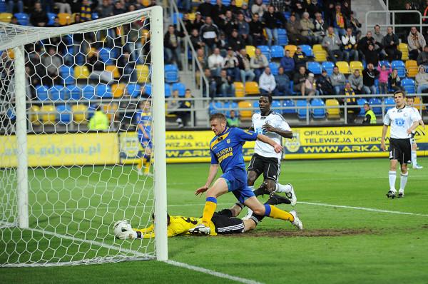 Marcin Budziński zadebiutował w ekstraklasie jako 18-latek w meczu Legia Warszawa - Arka Gdynia. W pierwszej drużynie żółto-niebieskich w latach 2008-11 rozegrał 75 meczów, strzelił 1 gola.