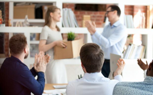 Odpowiednie zakończenie współpracy wpływa zarówno na rotację pracowników, jak i wizerunek pracodawcy, zwłaszcza w internecie.