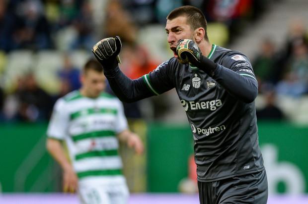 Dusan Kuciak otrzymał najwyższą średnią not wystawionych przez was piłkarzom Lechii Gdańsk w minionym miesiącu. Dlatego to bramkarz biało-zielonych otrzymał tytuł Ligowca Sierpnia i czeka na wasze pytania.