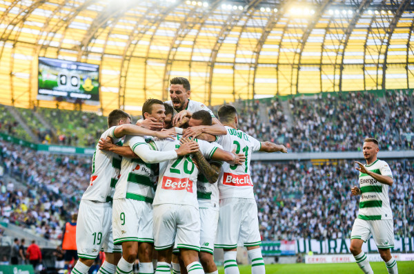 Lechia Gdańsk budowała zespół z myślą o grze na kilku frontach. Odpadła już z eliminacji Ligi Europy. Czy to pociągnie za sobą uszczuplenie kadry?