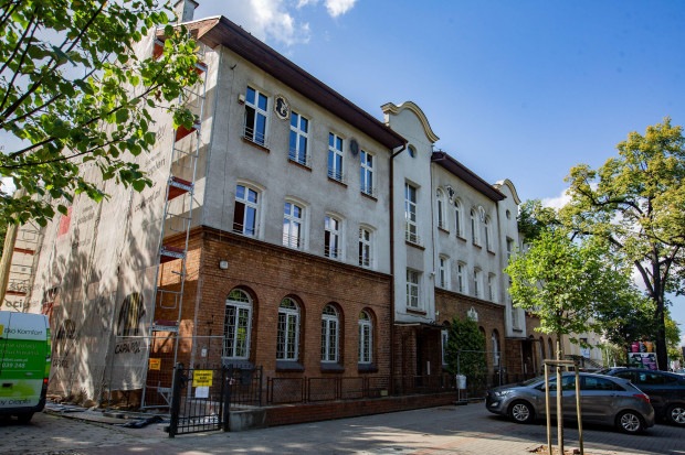 Dawny budynek ZSH znajdujący sie przy ul. Tadeusza Kościuszki. Urzędnicy zapowiadają, ze na czas remontu ratusza zostanie tu przeniesiony magistrat.